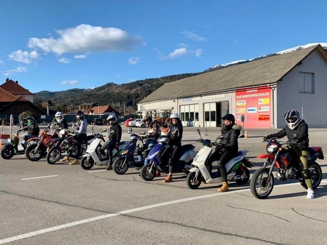 Start in die neue Mopedsaison 🤩 #fahrschulesommer #fahrschule #villach #startindiemopedsaison #moped #roller #enduro #50ccm #mopedmit15 #training #fitfürdiestraße #freudeamfahren