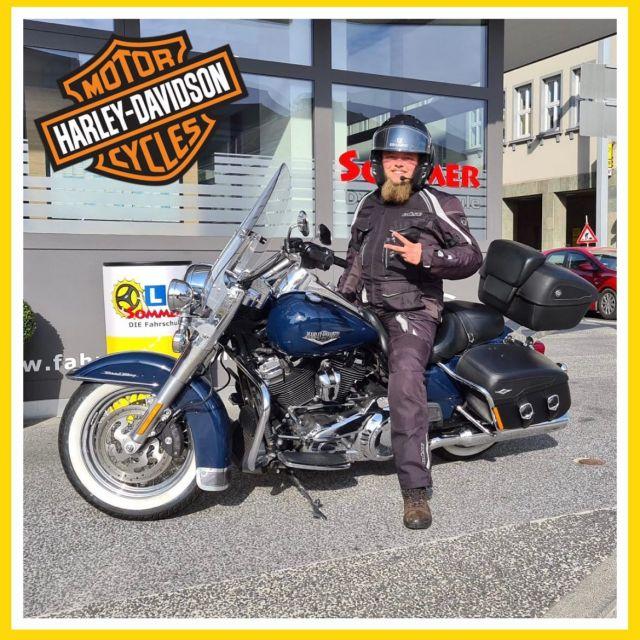 """🏍🏍 """"Live to ride, ride to live."""" 🏍🏍 Unser Harley-Fahrer Fabian und das gesamte Team der Fahrschule Sommer wünschen allen Bikern viel Spaß bei der European Bike Week 2021! Enjoy the ride! #fahrschulesommer #fahrschule #villach #europeanbikeweek2021 #bikeweek2021 #harleytreffenfaakersee #harleyfaakersee #biker #bikelife #harleydavidson #harleylife #livetoride #ridetolive #enjoytheride #motorradführerschein #ktm #kawasaki #honda #bmw #vespa"""